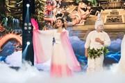 Hoa hậu Tiểu Vy diễn cùng ca sỹ Đàm Vĩnh Hưng trong Táo Xuân 2019