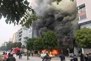 Hà Nội: Một cửa hàng ăn uống ở Nguyễn Văn Huyên đang cháy dữ dội