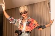 [Photo] H'Hen Niê phá cách cực 'ngầu' với phong cách tóc bạch kim Edgy