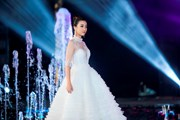 [Photo] Dàn Hoa hậu 'đọ' catwalk trên sàn diễn Miss World Việt Nam