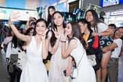 [Photo] Top 3 Miss World Việt Nam gây 'náo loạn' sân bay Tân Sơn Nhất
