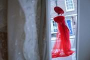 Ngắm váy cưới lộng lẫy của nhà thiết kế Việt ở New York, London