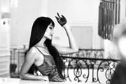 [Photo] Hoa hậu H'Hen Niê hóa quý cô quyến rũ với tóc dài như suối
