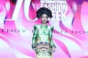 Hoa hậu Đỗ Mỹ Linh hóa ''Mỵ Châu'' kiều diễm trên sàn diễn thời trang