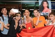 [Photo] Miss Universe: Hoàng Thùy lên đường quảng bá văn hóa Việt