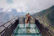 Dàn người đẹp Hoa hậu Hoàn vũ ''cực ngầu'' trên Cầu kính Rồng Mây