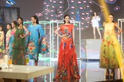 Hoa hậu Khánh Vân sải bước thướt tha trên sàn diễn thời trang
