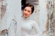 Vẻ trong veo của 'hot girl' Hà thành trong tà áo dài truyền thống