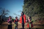 [Photo] Trẻ em vùng cao Tây Bắc xúng xính sắc màu Xuân