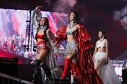 Hoa hậu Tiểu Vy khoe hình thể trong thiết kế của Hà Nhật Tiến