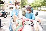 Dàn Hoa hậu tự tay làm 15.000 suất cơm tặng bà con nghèo chống dịch