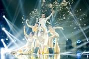 Á hậu Kiều Loan hóa nhành mai vàng ấn tượng trên sân khấu The Heroes