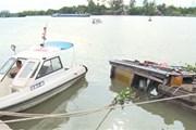 Bơm hút hàng chục ngàn lít axít trên thuyền bị chìm dưới sông Đồng Nai