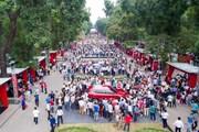 Hình ảnh hàng nghìn người chen lấn để đặt mua xe VinFast