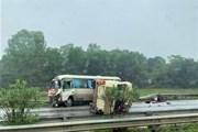 Thông tin mới về vụ xe khách đâm nhau trên cao tốc Nội Bài-Lào Cai