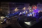 Pháp nâng mức cảnh báo an ninh sau vụ nổ súng tại khu chợ Giáng sinh