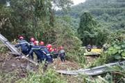 Cận cảnh hiện trường vụ xe khách rơi xuống vực ở đèo Hải Vân