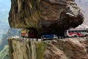 Xe tải chở 12 người bị chôn vùi trong một trận lở đất ở Pakistan