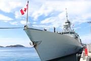 Hình ảnh tàu Hải quân Hoàng gia Canada cập cảng quốc tế Cam Ranh