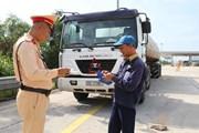 [Photo] Tổng kiểm soát xe khách, xe container trên toàn quốc