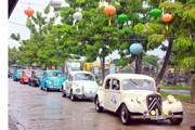 [Photo] Độc đáo màn trình diễn xe cổ tại thành phố Hội An