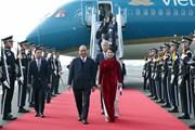 Hình ảnh Thủ tướng Nguyễn Xuân Phúc và phu nhân đến thành phố Busan