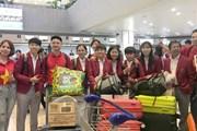Đội tuyển U22 Việt Nam làm thủ tục tại sân bay, chuẩn bị về nước
