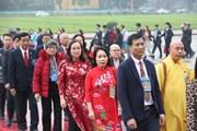 [Photo] Đoàn kiều bào tiêu biểu vào Lăng viếng Chủ tịch Hồ Chí Minh