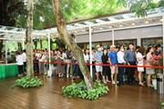 [Photo] Khách xếp hàng dài để xem nhà mẫu và mua nhà tại Ecopark