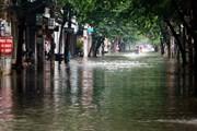 Hình ảnh đường phố ở Nam Định 'biến thành sông' sau cơn mưa lớn