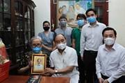 [Photo] Chủ tịch nước thăm một số nhà báo, gia đình nhà báo lão thành