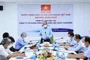 Hình ảnh Chủ tịch nước Nguyễn Xuân Phúc thăm Công ty Nanogen