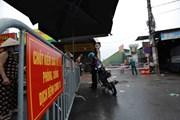 Hà Nội cách ly y tế và xét nghiệm cho tiểu thương chợ Phùng Khoang