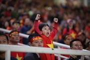 """Người hâm mộ vỡ òa khi """"cơn mơ 10 năm"""" AFF Cup thành hiện thực"""