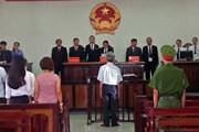 [Video] Bị cáo Nguyễn Khắc Thủy lĩnh án 3 năm tù vì dâm ô trẻ em