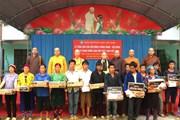 Giáo hội Phật giáo Việt Nam tặng quà người dân vùng tâm lũ Quản Bạ