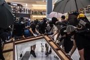 Người biểu tình Hong Kong đầu tiên ra tòa do vi phạm lệnh cấm che mặt