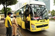 [Photo] Công an Hà Nội kiểm soát xe khách để phòng, chống dịch