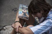 Người hâm mộ tiếc thương huyền thoại bóng đá Diego Maradona