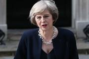 [Video] Nữ Thủ tướng Anh Theresa May trong ngày đầu tiên đi làm