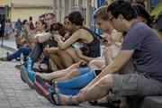 Cuba triển khai thử nghiệm đại trà miễn phí dịch vụ Internet di động