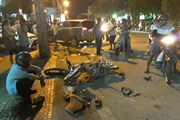 Xe 7 chỗ mất lái đâm liên tiếp hai xe máy khiến 3 người trọng thương