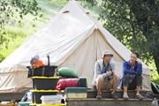 """Sêri """"Camping"""" của HBO đe dọa khiến bạn hết...muốn đi cắm trại"""