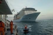 Đưa hành khách trên tàu nước ngoài bị suy hô hấp về bờ cấp cứu