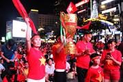 Sôi sục không khí cổ vũ đội tuyển Việt Nam tại Thành phố Hồ Chí Minh