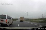 Tạm đình chỉ công tác đối với lái xe biển quân sự đi lùi trên cao tốc