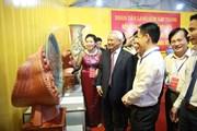 Làng nghề Bát Tràng tặng sản phẩm gốm sứ tiêu biểu cho Quốc hội