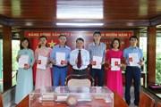 Đảng ủy TTXVN trao thẻ Đảng viên chính thức năm 2019