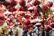 Hình ảnh thị trường quà Noel nhộn nhịp trước Giáng sinh