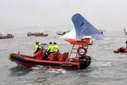 [Photo] Người nhà ngóng chờ tin tức nạn nhân chìm phà SEWOL